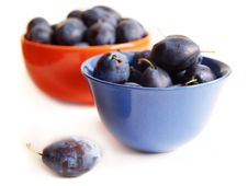 Free Plums On The Plates Royalty Free Stock Photo - 15231105