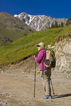 Free Old Women In Mountain Royalty Free Stock Images - 15234179