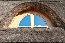 Free Window On The Straw Roof Stock Photos - 15234523