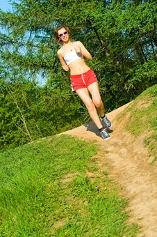 Free Pretty Girl Jogging Royalty Free Stock Photography - 15234907