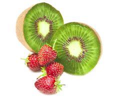 Free Kiwi And Strawberry. Royalty Free Stock Photography - 15235387