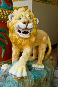 Free Chinese Lion Statue Royalty Free Stock Photography - 15241237