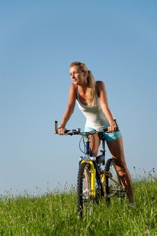 Free Woman Mountain Biking Stock Images - 15243324