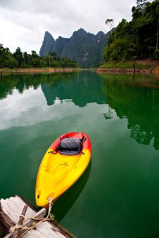Free Lonely Canoe Royalty Free Stock Images - 15248399