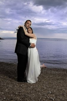 Free Wedding Couple By The Sea Royalty Free Stock Photography - 15252727