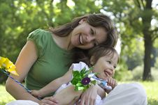 Free Beautiful Mother And Daughter Playing Together Royalty Free Stock Photos - 15253378