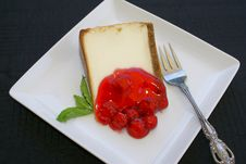Free Cheesecake With Cherries Royalty Free Stock Photography - 15258817