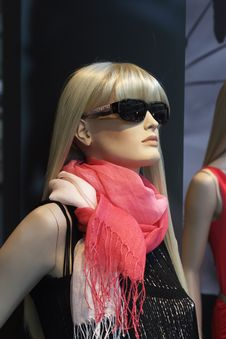 Free Mannequin With A Pink Scarf Royalty Free Stock Photos - 15263868