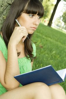 Free Female In A Park With A Notebook Stock Images - 15265934