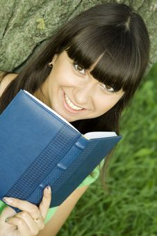 Free Female In A Park With A Notebook Stock Image - 15265951