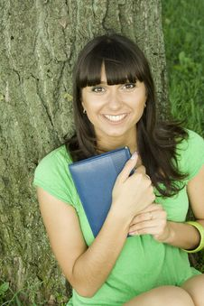 Free Female In A Park With A Notebook Royalty Free Stock Photography - 15265987