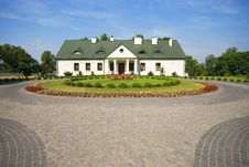 Free Country Small Manor House Stock Images - 15272974