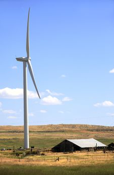 Free Wind Turbine And A Shack. Royalty Free Stock Photos - 15274038