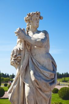 Free Sculptures In Park In Peterhof Royalty Free Stock Image - 15274276