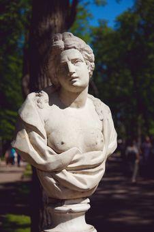 Free Sculptures In Park In Peterhof Stock Images - 15274434