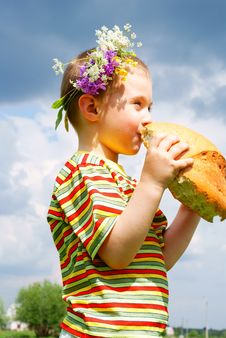 Free Boy Biting A Loaf Of Bread Stock Images - 15277044
