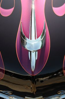 Free Chrome Hood Ornament On A Customized  Roadster Stock Image - 15283091