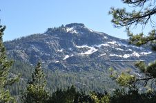 Free Sierra Nevada Snow Covered Mountain Royalty Free Stock Photography - 15283587