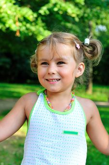 Free Girl In The Park Royalty Free Stock Images - 15285449