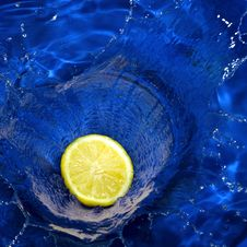 Free Lemon Splashing Blue Water Royalty Free Stock Photo - 15290515