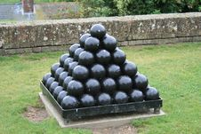Free Cannon Balls Royalty Free Stock Image - 15292196