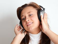 Free Girl With Headphones Royalty Free Stock Images - 15292339