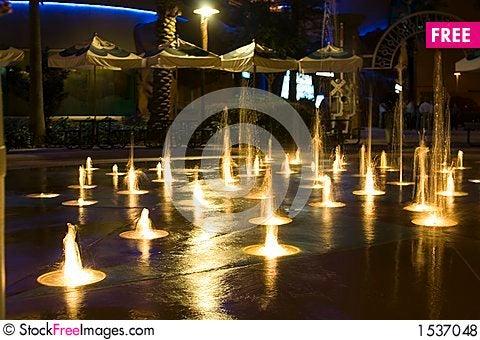 Free Mini Fountain Water Freeze Action Royalty Free Stock Photos - 1537048