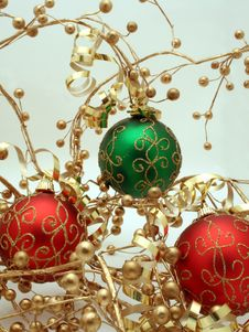 Free Red And Green Ornaments Royalty Free Stock Image - 1530626