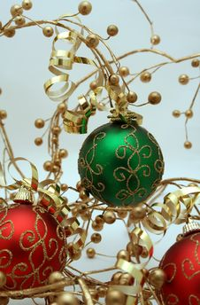 Free Red And Green Ornaments2 Royalty Free Stock Photography - 1530627