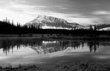 Free Mt. Rundle Royalty Free Stock Photography - 1536047