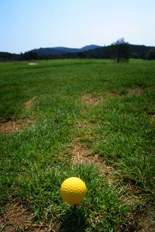 Free Golf Ball On Green Grass Stock Photos - 1536243