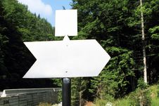 Free Empty White Arrow Sign In The Forest Stock Images - 15300464