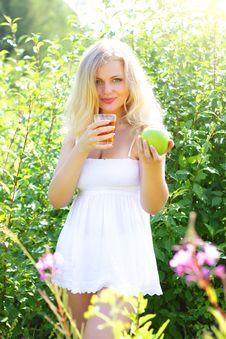 Free Young Woman Holding Green Apple Royalty Free Stock Photos - 15304888