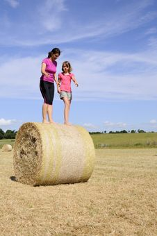 Free White People Playing Nature On Hay Bales Stock Photography - 15305992