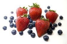 Free Strawberries And Blueberries Royalty Free Stock Images - 15307609