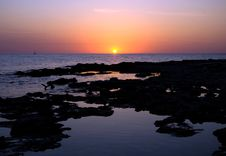 Free Sunset Under The Indented Seashore Royalty Free Stock Images - 15313029