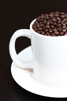 Free Coffee Mug Filled With Fresh Coffee Beans Royalty Free Stock Photography - 15313577