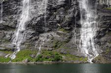 Free Bridal Veil Waterfall On Geirangerfjord Royalty Free Stock Photography - 15321727
