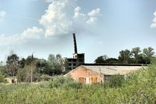 Free The Abandoned Building With Mowned Factory Chimney Royalty Free Stock Photo - 15322045
