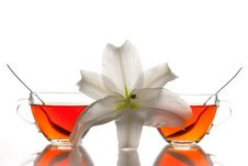 Free 2 Tea Cups And Flower Royalty Free Stock Photography - 15325777