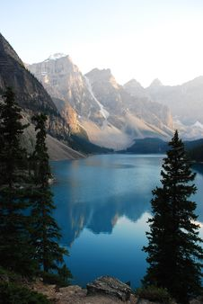 Free Moraine Lake Royalty Free Stock Photography - 15328987