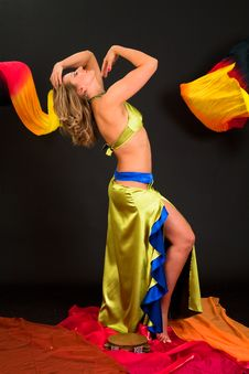 Free Belly Dancer Royalty Free Stock Photography - 15329047