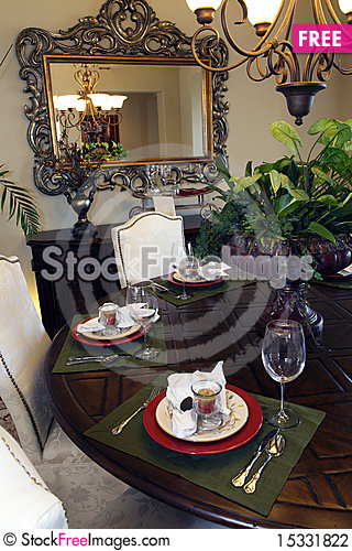 Free Dining Room Table Stock Photography - 15331822