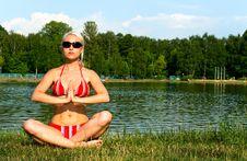 Free Girl In Bikini In Meditation Pose Stock Photos - 15332973