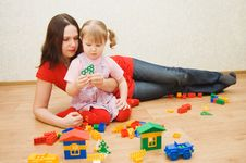 Free Mum With The Daughter Plaing At Home Royalty Free Stock Photo - 15334745