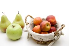 Free Nectarines In The Basket Stock Photos - 15336453