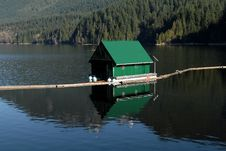 Free Small House On Water Royalty Free Stock Photography - 15336907