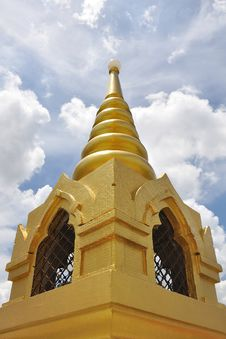 Free Golden Mountain Pagoda Royalty Free Stock Images - 15340209