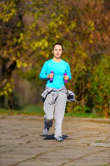Free Girl Doing Exercises In The Park Stock Images - 15341154