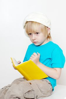 Free The Boy Of Preschool Age With Book Royalty Free Stock Images - 15343219